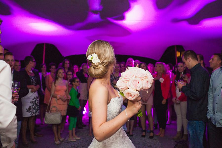 Bloemen gooien bruiloft