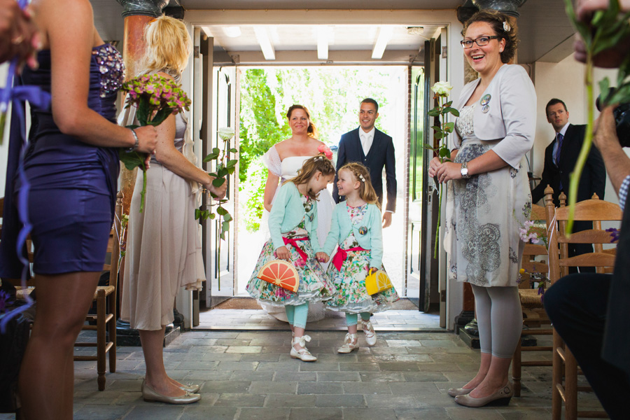 Binnenkomst bruidspaar
