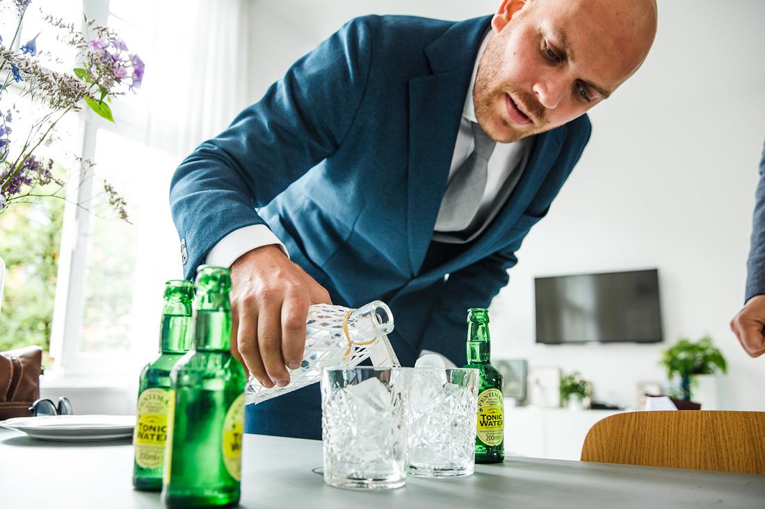 voorbereiding bruidegom bruidsfotograaf amsterdam