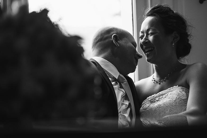 ontspannen trouwreportage trouwfoto's binnen