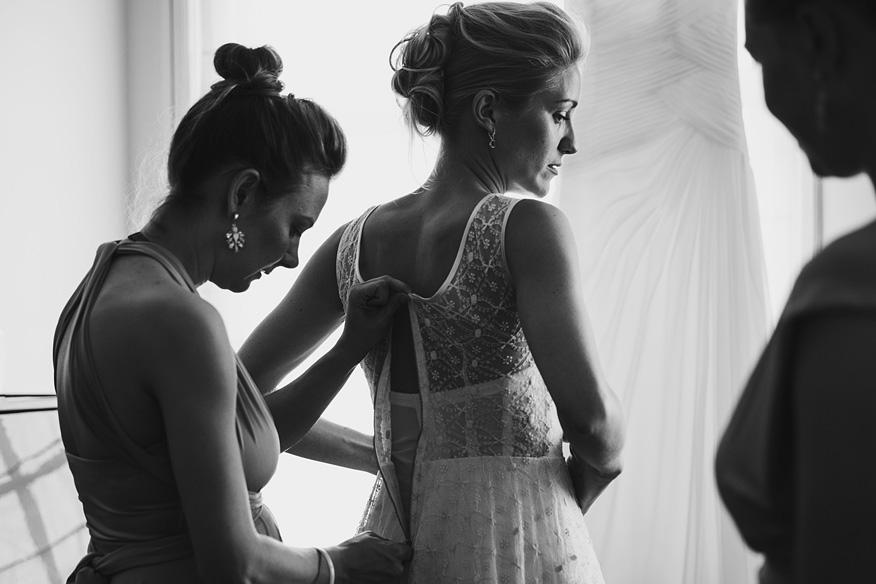 Ontspannen journalistieke trouwreportage voorbereiding bruid