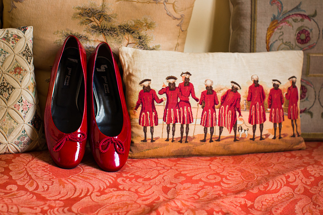 rode schoenen bruiloft