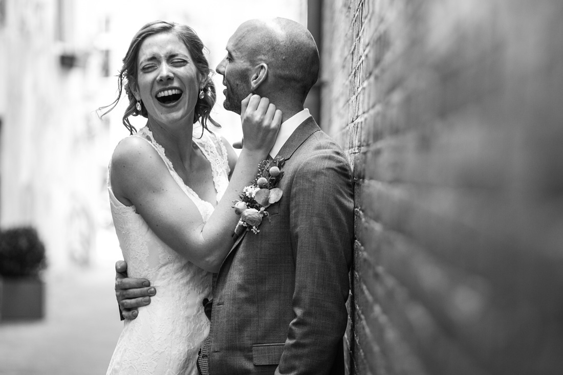 ontspannen fotoshoot bruidsfotograaf amsterdam
