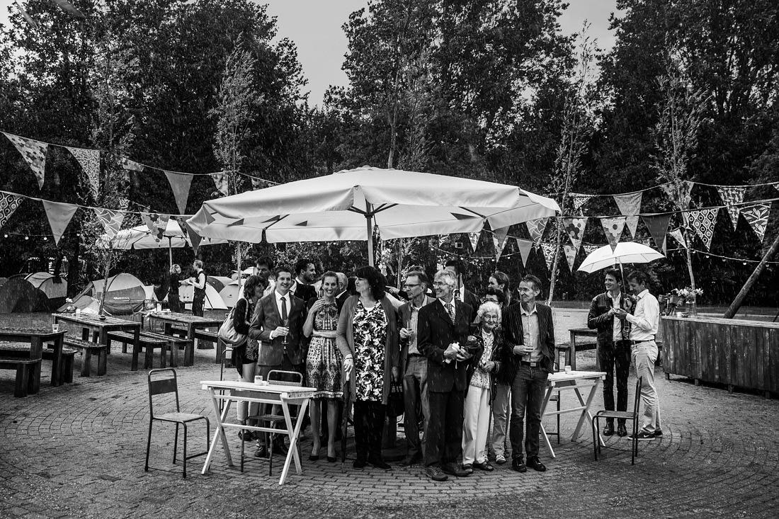 journalistieke bruidsfotografie regen op je bruiloft