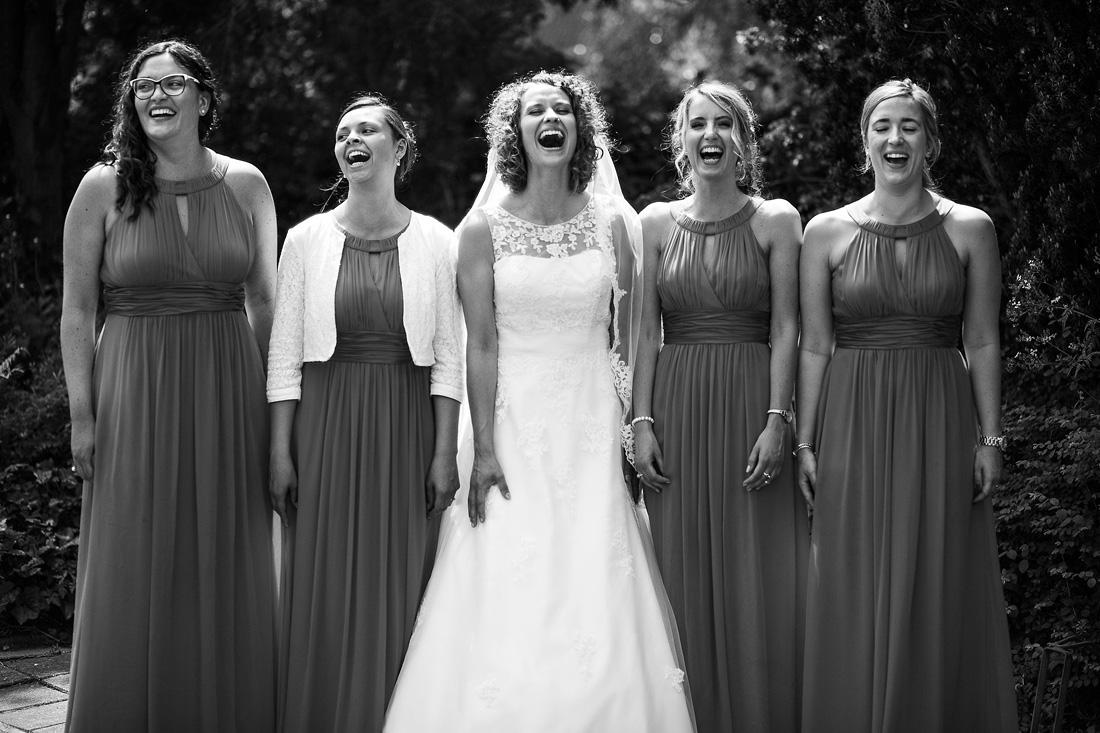 grappige groepsfoto's bruiloft