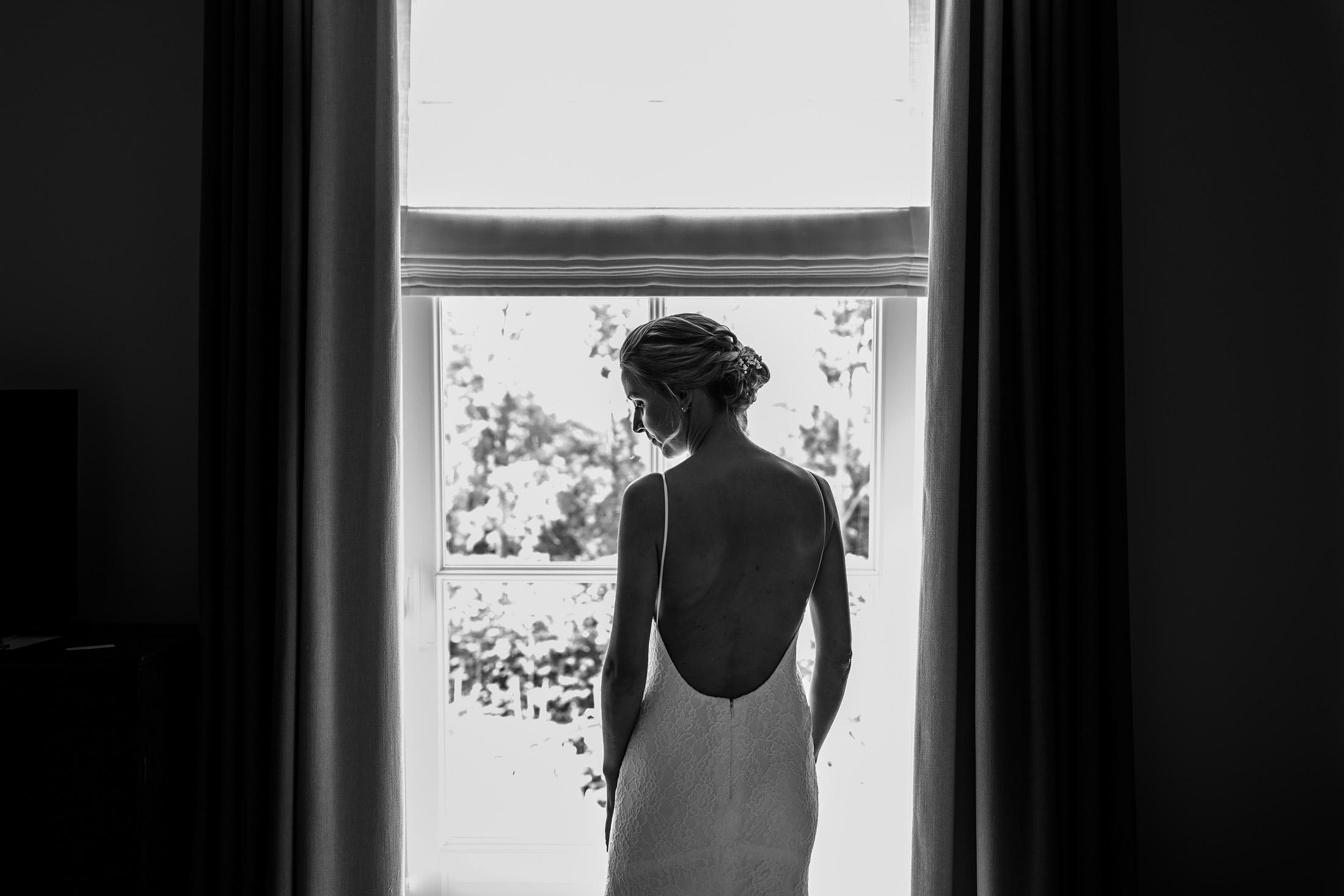 Silhouet bruid bruidsjurk zwart wit