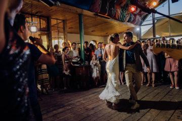 openingsdans bruiloft journalistieke bruidsfotografie