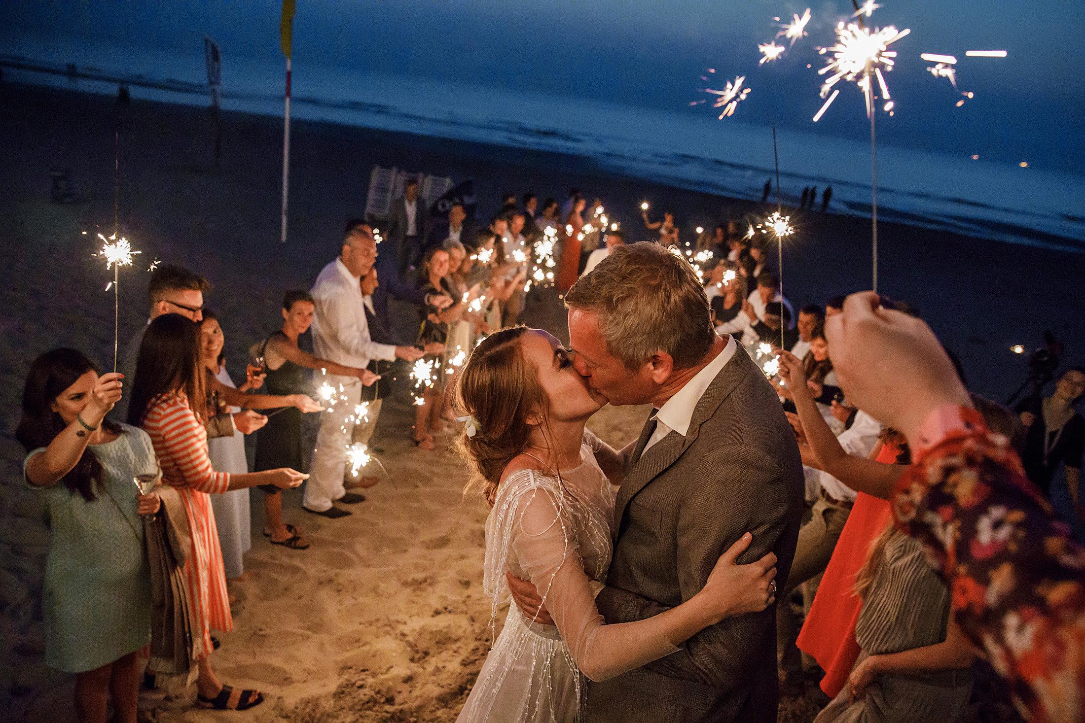 73-exit-bruidspaar-feest-bruiloft