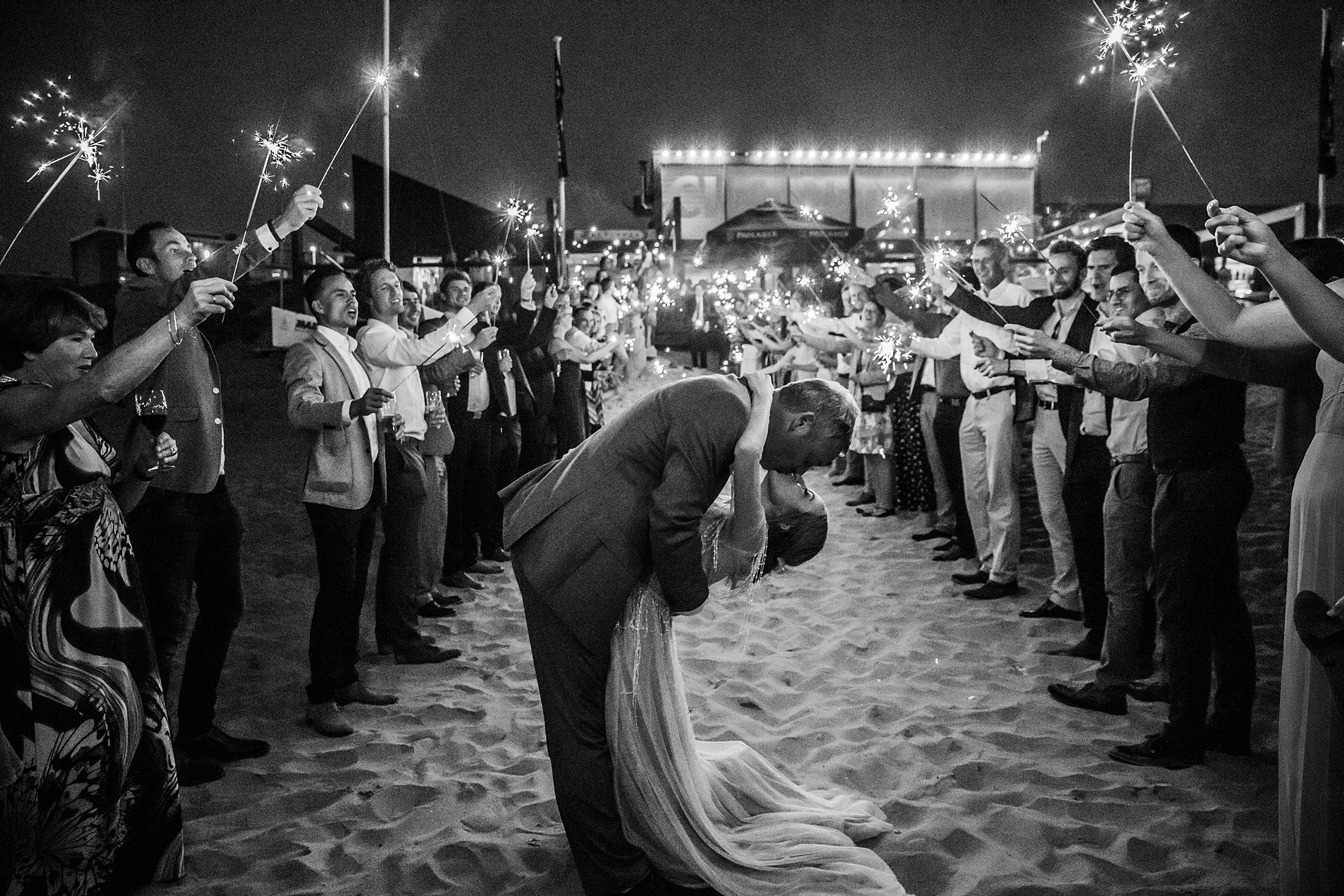 74-exit-bruidspaar-feest-bruiloft