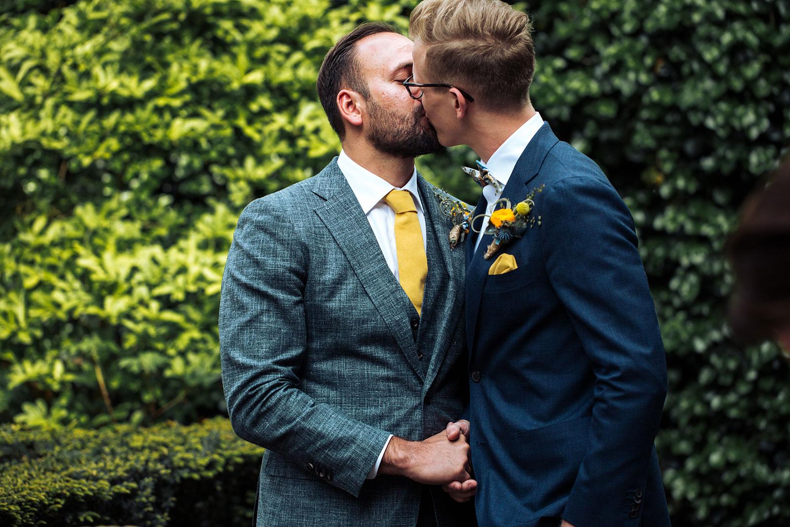 de kus bruiloft