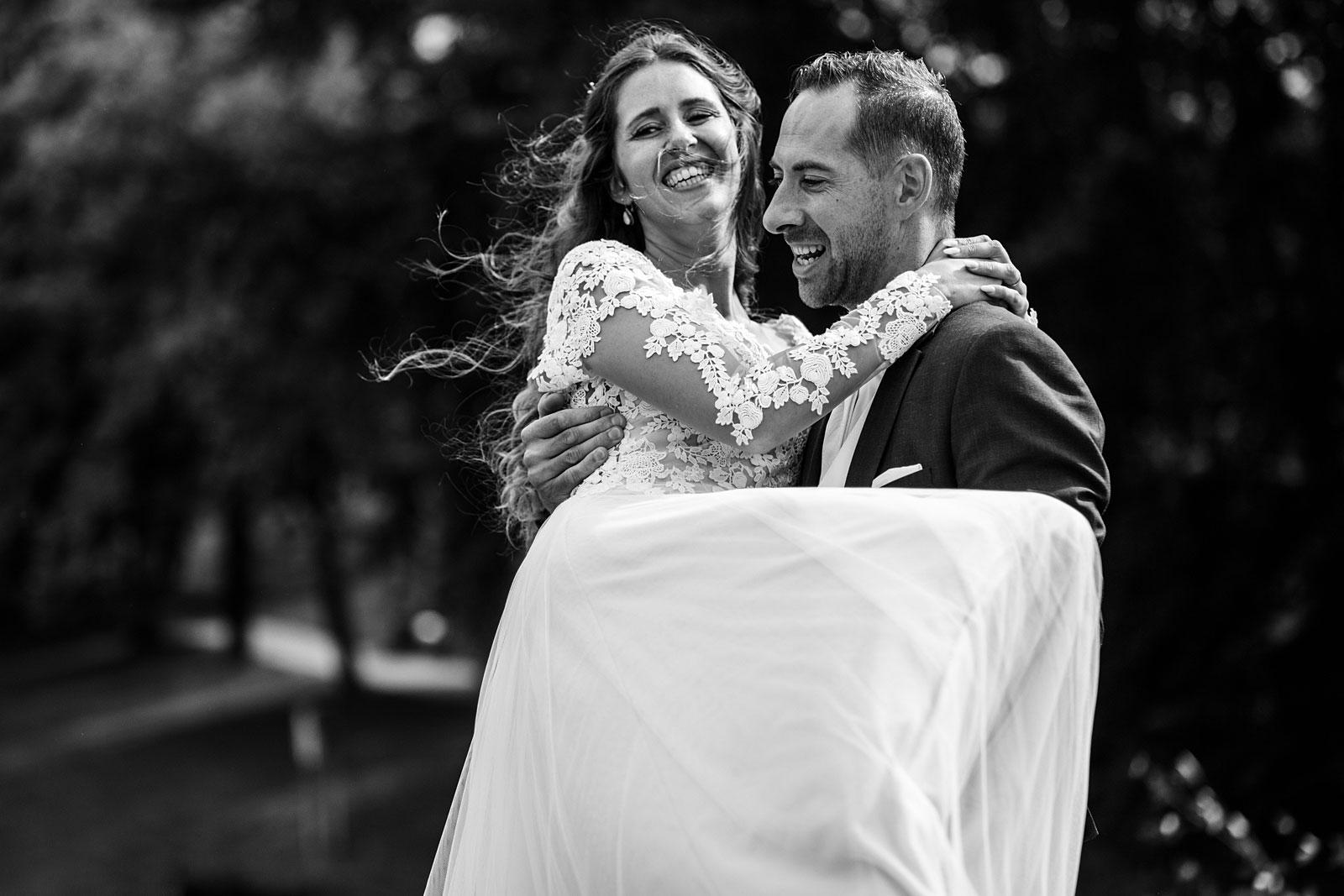 21-ontspannen-fotoshoot-bruiloft-leiden