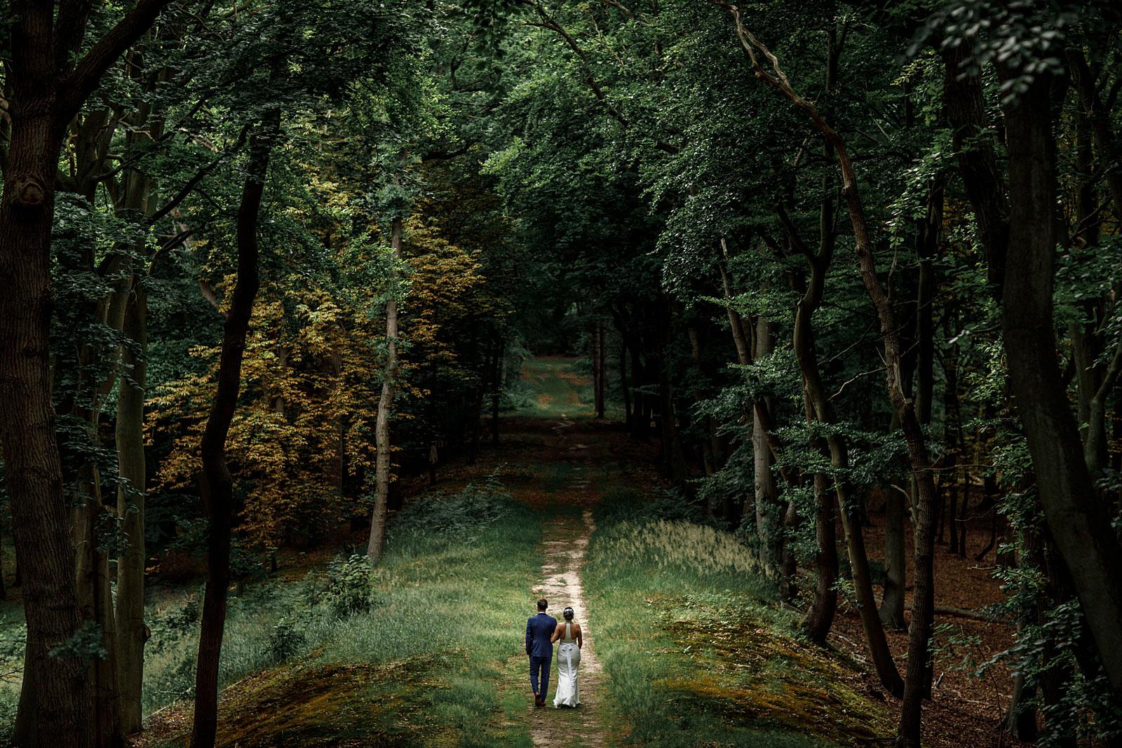 Portfolio 2019 bruidspaar in bos 078