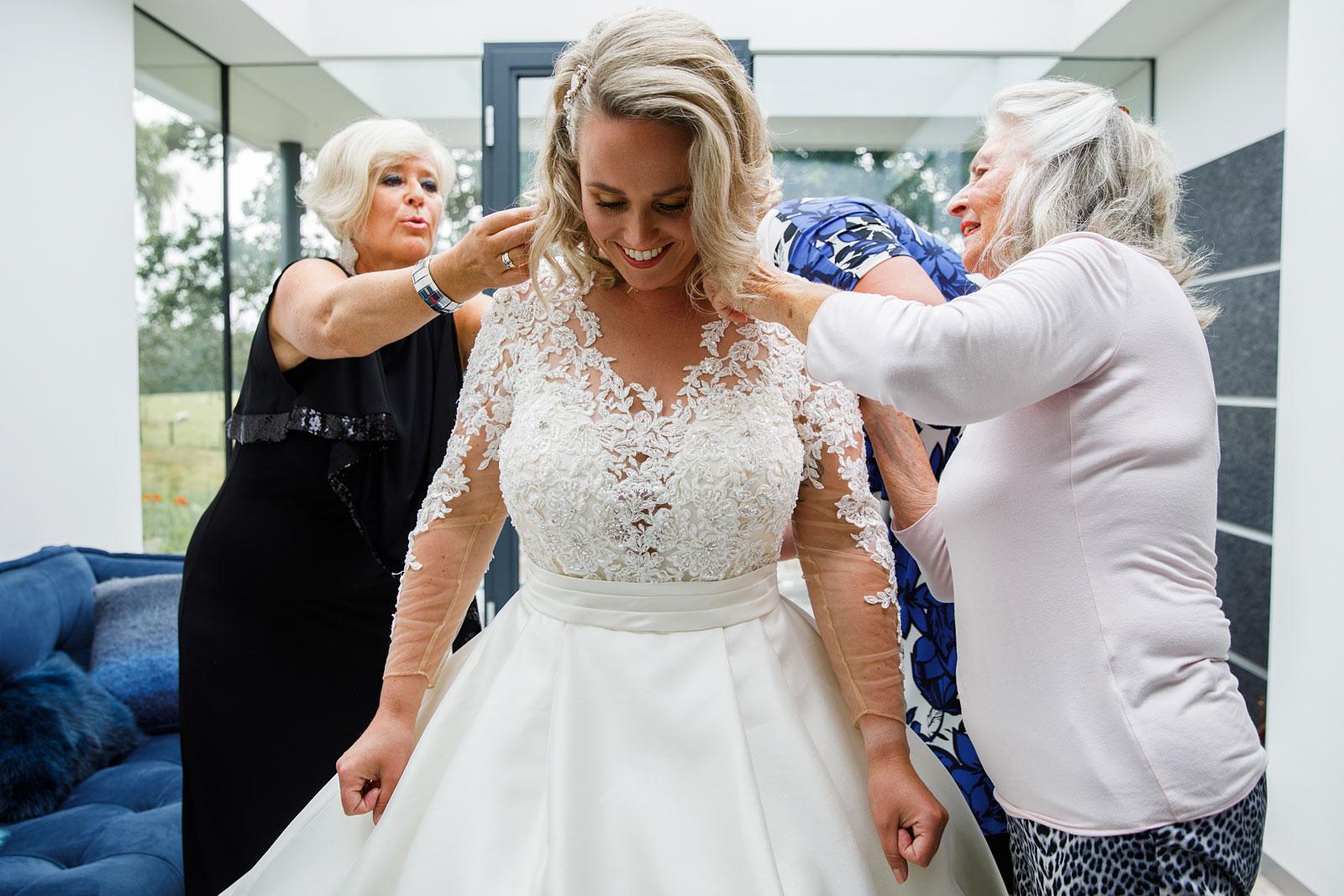 12-voorbereiding-bruid
